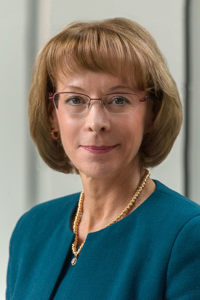 Nancy McKinstry CEO & Chairman of the Executive Board