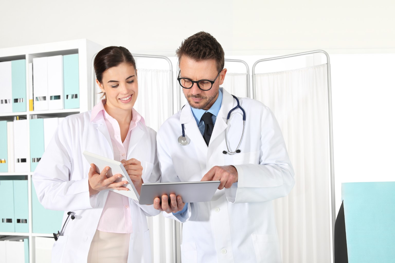 HL-Insights Doctors-using-a-tablet-concept-of-medical-consulting
